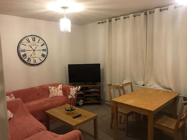 Very friendly hosts, and well connected apartment