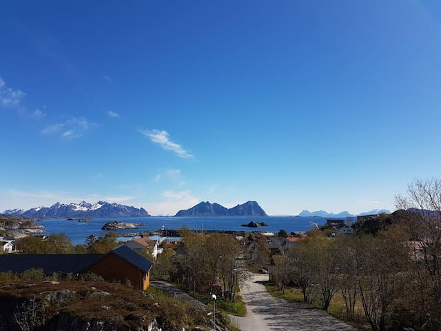 With the view of King Øystien and the sea