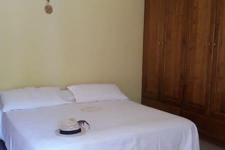 Stanze private per un soggiorno tranquillo - Battaglia - Huis