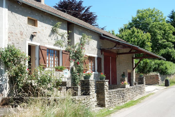 Cosy holiday home full of excursion options neart Saint-Germain-de-Champs