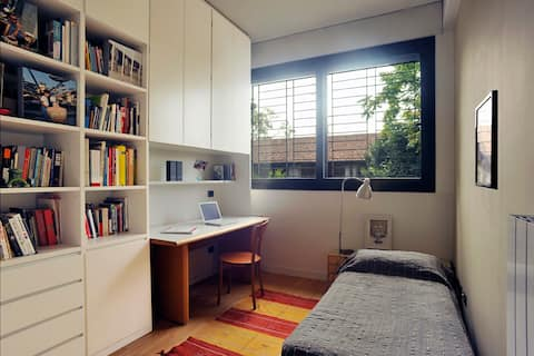 SINGLE BED, PRIVATE ROOM