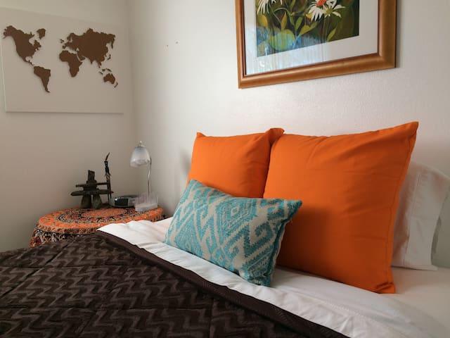 StarHouse Sanctuary- private bed & bathroom w/AC