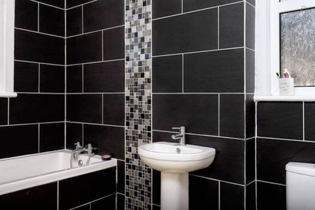 Main 1st Floor Bathroom
