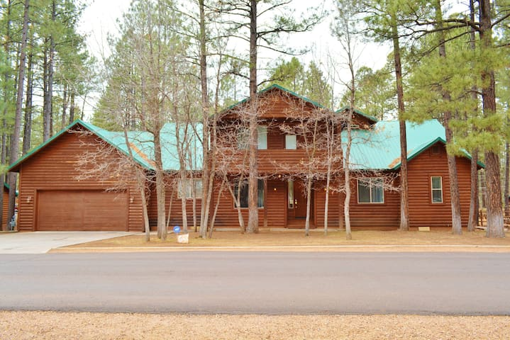 Pinetop Escape-Summer Deals now! Sleeps up to 24!