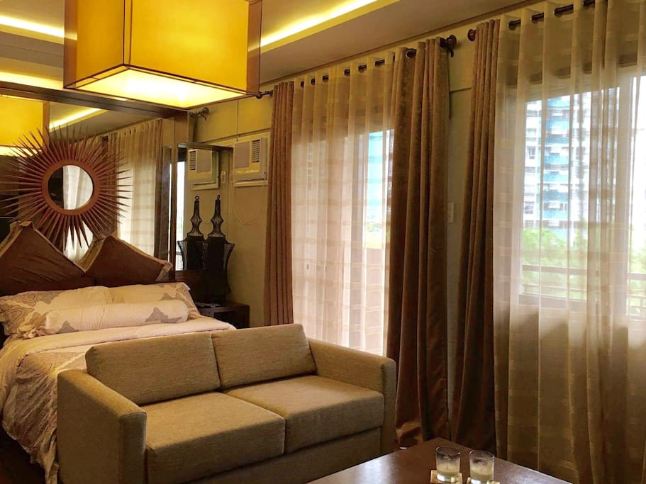 (2) persons max. Master Bedroom. Full Size Bed. Balcony overlooking the open Basketball Court.A/C. Cignal Cable Television. WIFI in the room. Walk-In Closet. Master T&B. Expect nothing but clean and sanitized linen.