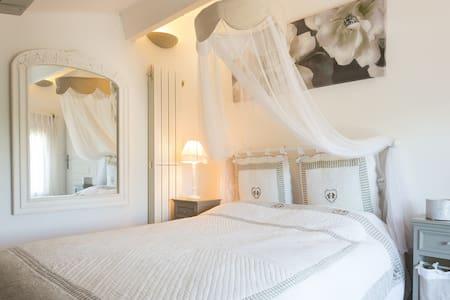 Bed Breakfast & SPA au Cottage Sainte Victoire - Pourrières - 旅舍