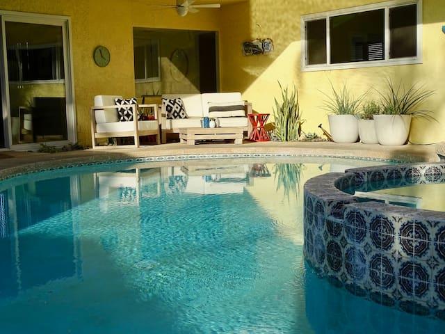 PD Playhouse   Heated pool / spa