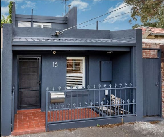 Unique and Stylish 1 bedroom home in Fitzroy North
