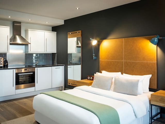 Modern Aparthotel in prestigious West London area