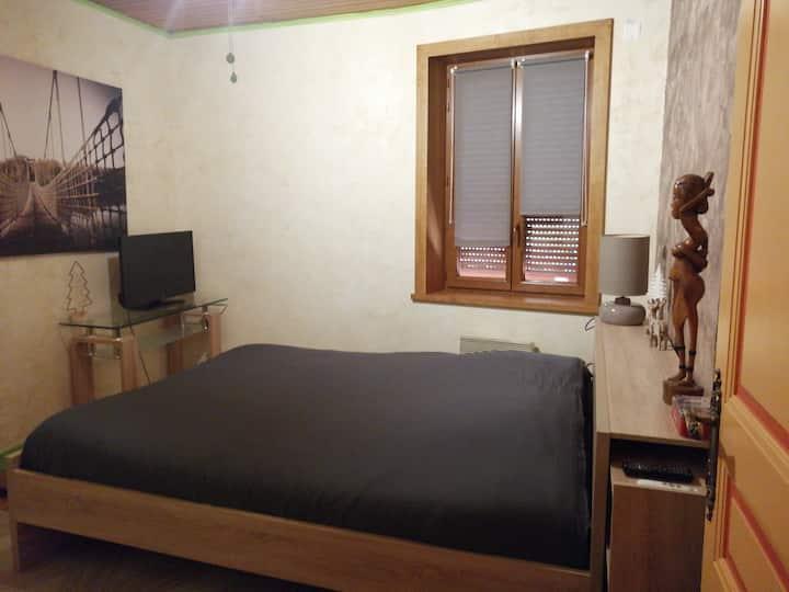 Chambres, SDB, toilettes et salon privés.