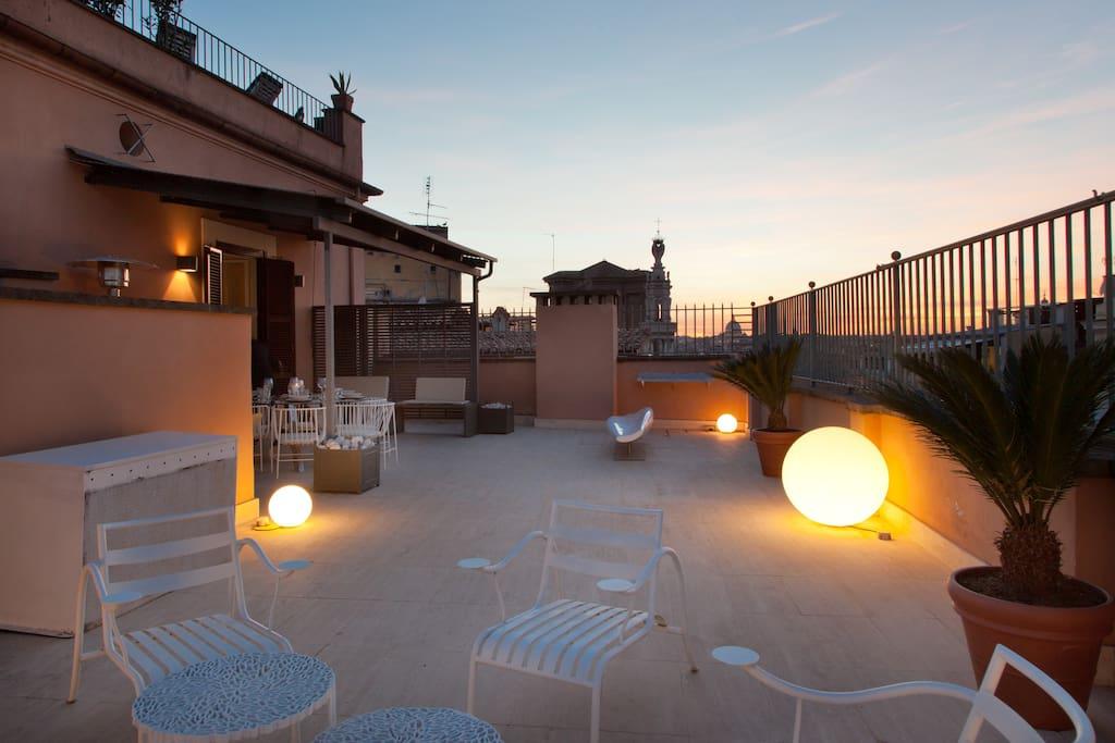 Spanish steps luxury rooftop centini toni suite for Corner via del corso roma
