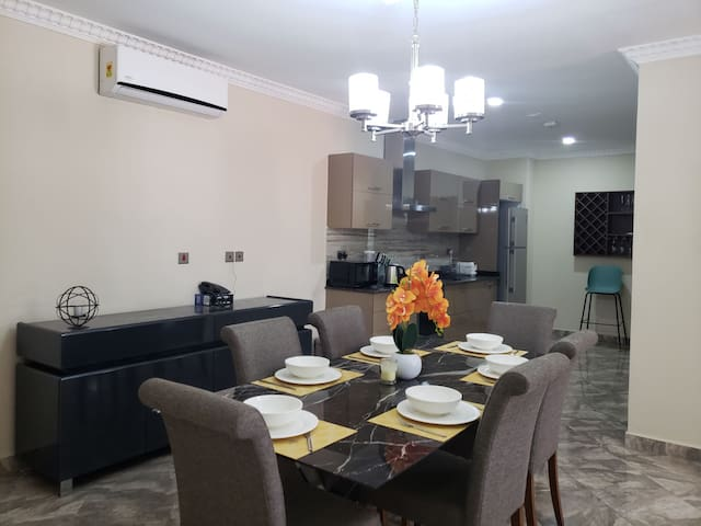 Luxury Condo w/ Pool by Airport 10mins from DT