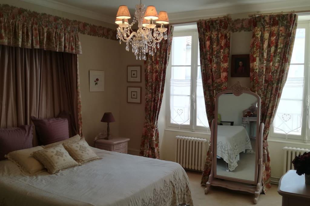 Chambre 1, 18m2, 2 fenêtres sur cour intérieure