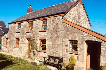 Room in homely cottage Newquay beaches 20 minutes.