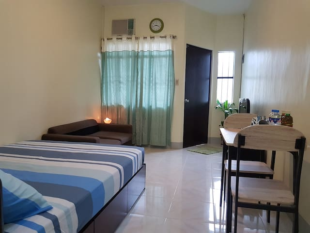 COZY APARTMENT STA ROSA NEAR ENCHANTED KINGDOM 2