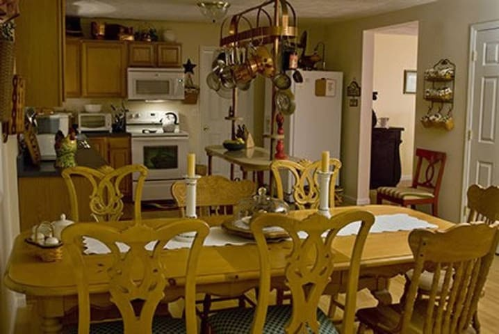 The kitchen is fully furnished.