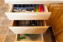 Fully outfitted kitchen with wine and beer openers, knives, silverware, mixing bowls, everthing you need!