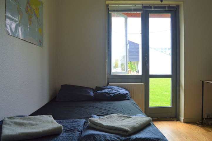Cozy studio, 10 min from airport and city center.
