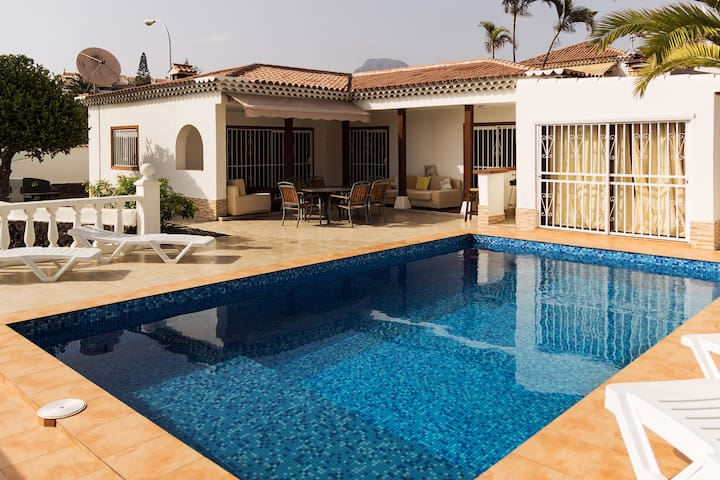 Villa 4 bed 350m to the beach in Los Cristianos.
