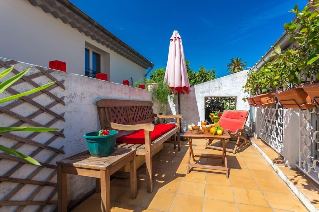 Amazing la petite maison antibes maisons louer for Antibes location maison