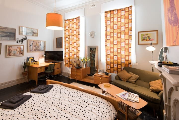 Above-shop space with vintage charm - Fitzroy - Flat