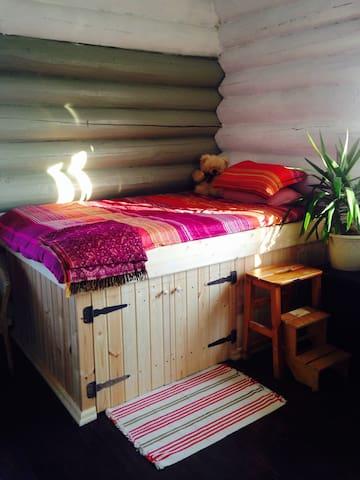 Уютная комната в деревенском доме