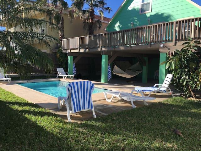 Sleeps 15 w/Pool &  Walk to Beach - South Padre Island - Dom