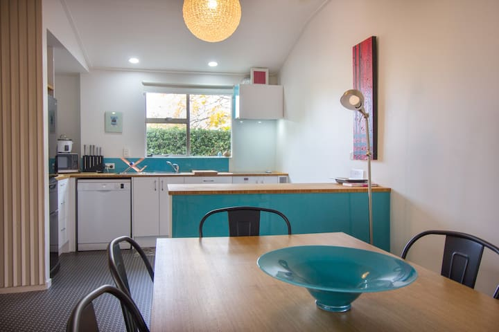Large Sunny Apartment in Dunedin City