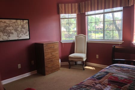 Quiet and cozy in vegetarian home. - Fair Oaks - Hus