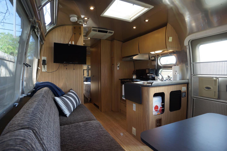 Delightful Airstream Retreat with Swimming Pool - Wohnwagen zur ...