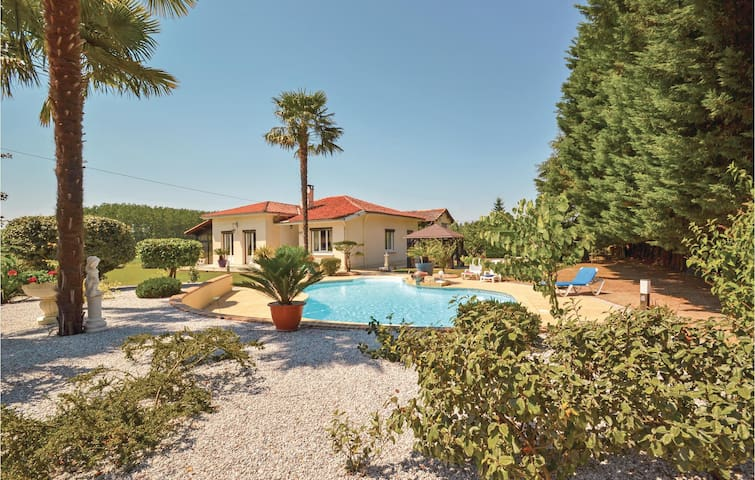 Holiday cottage with 3 bedrooms on 150m² in Monsegur