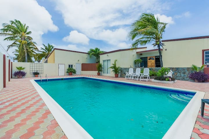 Vacation Home! Big Pool Area! Near Beaches&Center!