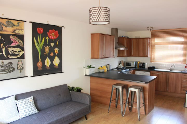 Spacious 1 bed flat with terrace - Londyn - Apartament