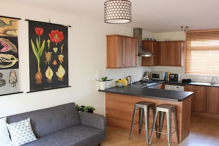 Spacious 1 bed flat with terrace - Londres - Apartamento