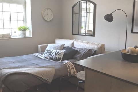 Comfy Studio Apartment - Heart of downtown Oshawa