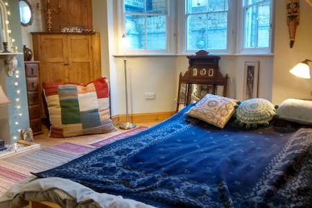 Double room in C19th terraced house - Ipswich