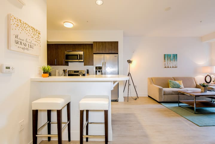 Sophisticated Redwood City 1/1 -381324