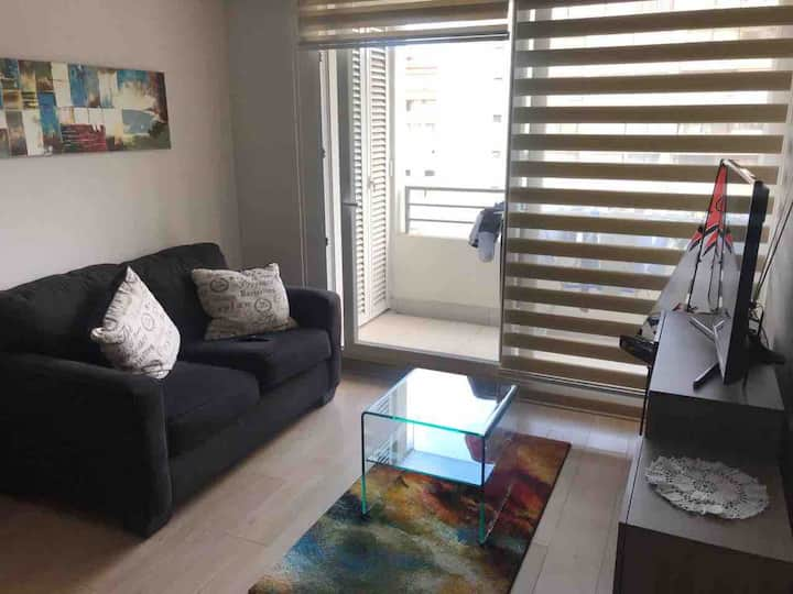 Quiet & stylish new apartment for couples!