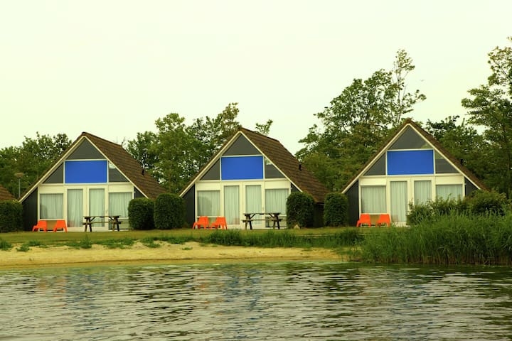 Cosy decorated 6-pers. House on the Wadden sea.