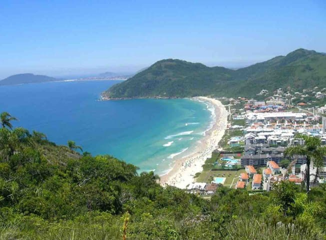 Apto na Praia Brava climatizado 100 metros do mar