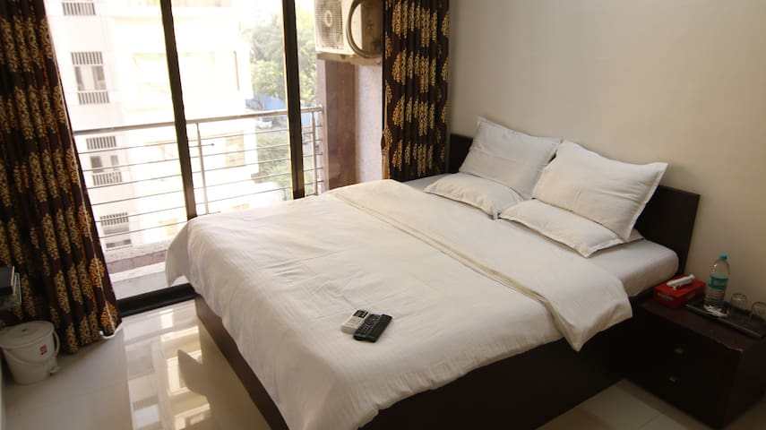 Full Furnished 2BHK Serviced Apt in Bandra East,S5