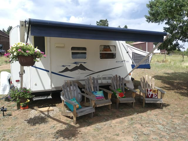 Relaxing RV Mountain Escape W/ Breakfast included!