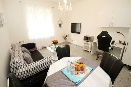 Nice apartment near city centre, Tradefair, Rhein - Düsseldorf