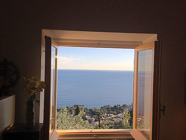A window on the Sea - Genoa - Hus