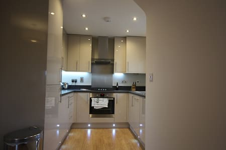 Contemporary, spacious and quiet apartment - Maidenhead