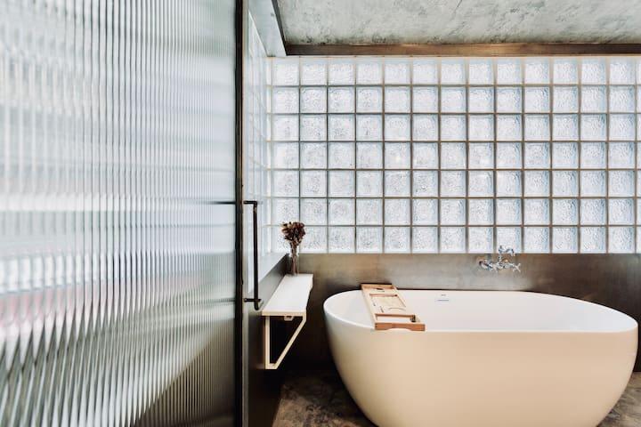 芗吟民宿-《银朱》隐于老成都市井中美学空间,超大私人浴缸,紧邻小酒馆锦里武侯祠