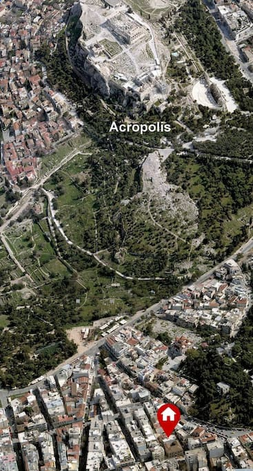The house is at a short distance from the Acropolis and all archaeological sites of the city centre