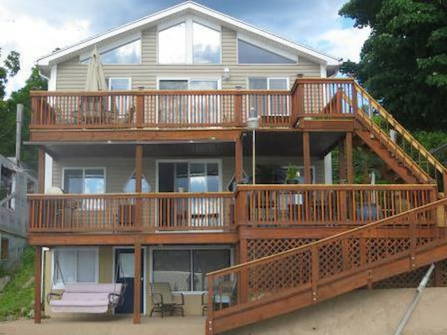 Beautiful Lakefront Home on Conesus Lake - Conesus
