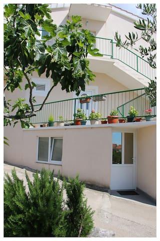 Primošten - Apartman Ivan Bara (2+1)