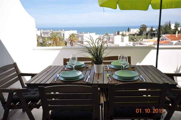 Excelente T2 com terraços e vista mar